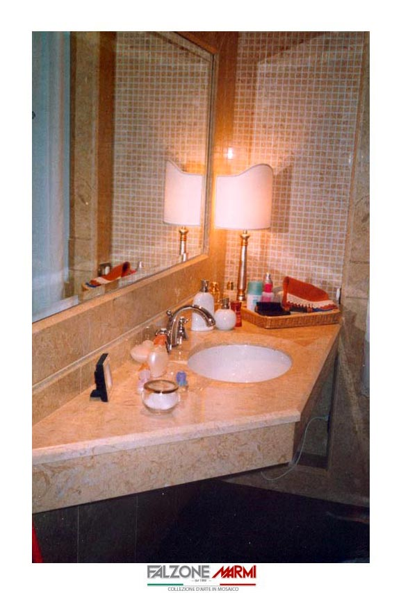 Ripiano in marmo per bagno