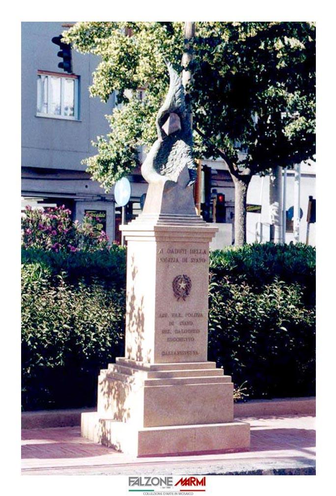 Monumento ai caduti  della Polizia di Stato realizzato in Pietra Sabucina