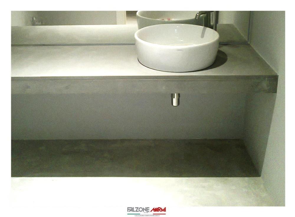 Arredamento bagno con ripiano in pietra Serena