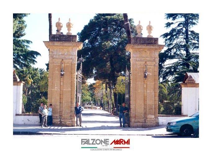 Realizzazione pilastri in pietra all'ingresso della Villa Amedeo di Caltanissetta