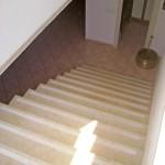 Scala per interni in Gialletto di Trani con gradini e zoccolo