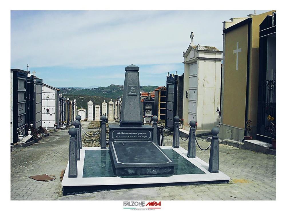 Realizzazione di un sarcofago in Verde Guatemala e pietra lavica