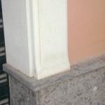 Riquadri in Pietra di Comiso con zoccolatura in Peperino